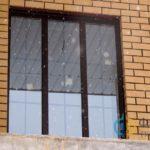 Трехстворчатое окно в дом