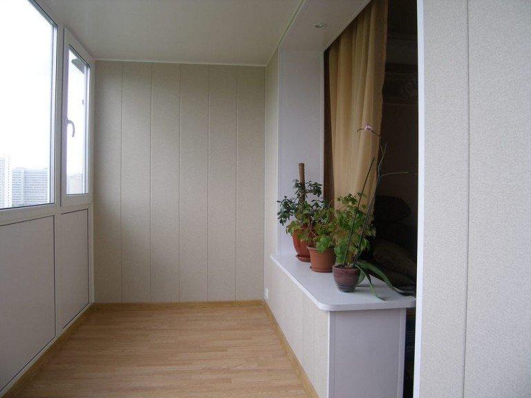 Отделка балкона - пластиковые панели