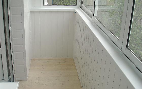 Обшивка балконов пластиковыми панелями