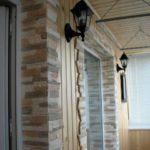 Камень в отделке балкона