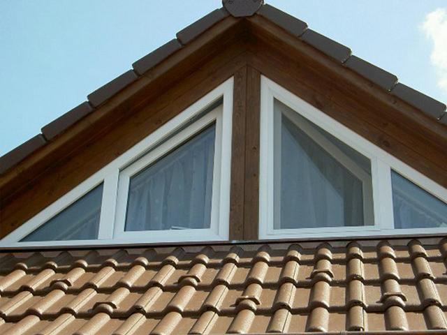 Треугольные окна из пластика