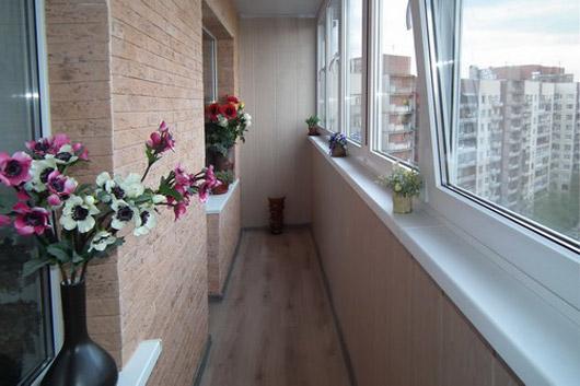 Отличный вариант отделки балкона